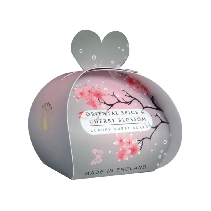 the english soap jabón oriental spice and cherry packaging regalo